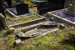 Broken (Daniele Nicolucci photography) Tags: uk greatbritain england london grave graveyard stone dead death unitedkingdom stones tomb tombstone graves gb archway highgate tombstones tombs highgatecemetery 2016 eastcemetery highgateeastcemetery easthighgatecemetery