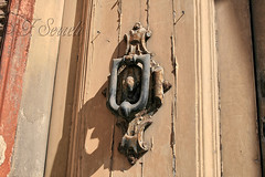 Battente in antico portale del Corso - Cagliari (Franco Serreli) Tags: sardegna sardinia corso cagliari battenti portoni portali