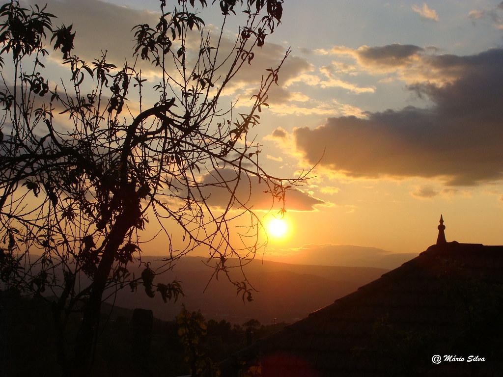 Águas Frias (Chaves) - ... e o sol a poente por trás do Larouco ...