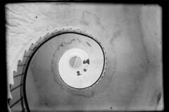 Lågskär; majakkatornin kierreportaat alhaalta nähtynä (KansallisarkistoKA) Tags: lighthouse beacon 1920 majakka lågskär