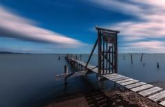 Camino a ninguna parte (Toni_pb) Tags: france water landscape pier agua nikon paisaje pasarela boardwalk filters francia waterscape filtros leucate 1424 d810 nd10 densidadneutra lucr0it tonipou