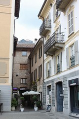 Piazza Alessandro Volta (demeeschter) Tags: city italy lake como architecture volta