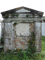 New Orleans - Anonymous Tomb (Drriss & Marrionn) Tags: usa cemetery grave graveyard concrete outdoor neworleans headstone tomb graves funeral mausoleum granite sarcophagus burial marble tombs lafayettecemetery deceased gravefield vaults crypts neworleansla