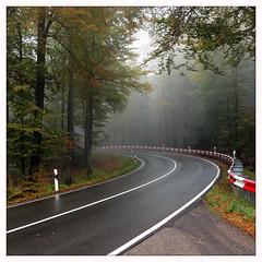 RS_151020  09 33 29 (ralfs-photo) Tags: deutschland nebel deu rheinlandpfalz iphone kurve linien iggelbach b48 hipstamatic johhaneskreuz