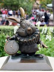 Disneyland Visit - 2016-04-24 - Main Street - Central Plaza - White Rabbit Statue (drj1828) Tags: us mainstreet disneyland visit anaheim dlr aliceinwonderland whiterabbit 2016 centralplaza