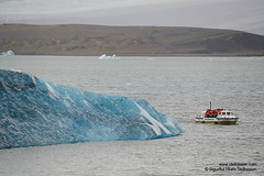 shs_n8_053735 (Stefnisson) Tags: ice berg landscape iceland glacier iceberg gletscher glaciar sland icebergs jokulsarlon breen btur jkulsrln ghiacciaio jaki vatnajkull jkull jakar s gletsjer ln  glacir sjaki sjakar stefnisson