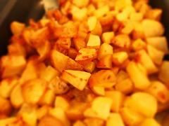 Addormentarsi su un letto di patate (albertovallini) Tags: food potatoes fame hunger cibo patate bingeeating