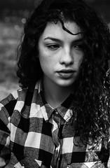 Pensiero in bianco e nero. (bauscia99) Tags: portrait blackandwhite bw girl eyes occhi sguardo ritratto calabria biancoenero fotoamatorigioiesi