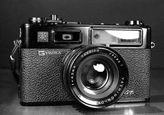 Yashica Electro 35 GT (Mattia Camellini) Tags: monochrome analog vintagecamera analogue cameraporn foldingcamera blackandwithe manuallens ilforddelta400professional yashicaelectro35gt platecamera mattiacamellini certocertotrop65x9cm radarollfilm6x9