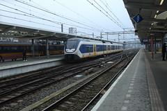 SLT te Zwolle (vos.nathan) Tags: train licht zl slt zwolle sprinter 2400 2431