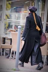 Il en faut pour tous les gots! (dominiquita52) Tags: woman hat hair femme streetphotography tresse lille beret cheveux