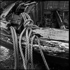 Rope - Ilford SFX 200 (magnus.joensson) Tags: skye zeiss scotland boat fishing 150 hasselblad 200 60mm rodinal isle ilford 2009 redfilter sfx cfi exp distagon 500cm carbost