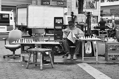 Living in the city - 1 (Vernica Prada) Tags: nyc people bw newyork gente streetphotography monochromatic bn unionsquare nuevayork monocromtico