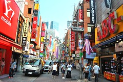 Shibuya, Tokyo, Japan (AyaxVII) Tags: street city people colors japan buildings shopping tokyo yahoo calle edificios shoes cityscape gente shibuya citylife ciudad colores timelife abc kicks japon compras d3000