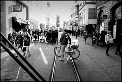 Gent (B) - Veldstraat - 2016/02/12 (Geert Haelterman) Tags: blackandwhite white black monochrome belgium candid streetphotography fujifilm zwart wit ghent gent gand geert streetshot x10 photoderue straatfotografie photographiederue fotografadecalle strassenfotografie fotografiadistrada haelterman