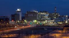 Die Lichter der Stadt - Kellogg's (oliver_hb) Tags: bremen kelloggs blauestunde nachtfoto berseestadt
