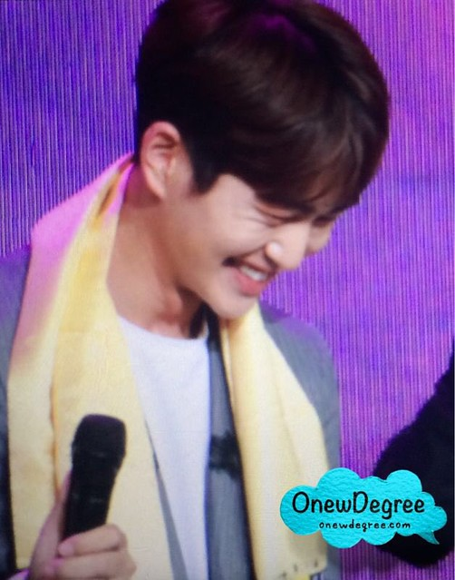 160328 Onew @ '23rd East Billboard Music Awards' 25502296013_8336c5d8cb_z
