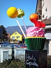Seen on a walk (Deejay Bafaroy) Tags: pink blue red orange green rot yellow outdoors rosa gelb cupcake grn blau draussen seenonawalk