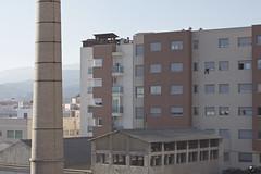 Calor. (elojeador) Tags: ladrillo ventana reja farola cable persiana nave cemento chimenea teja fábrica hueco bidón uralita enlaterraza elojeador fábricadeazufre