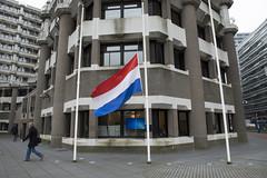 160324 Vlag halfstok na aanslagen Brussel | Assaults Brussels: flag at half-mast (Ministerie van Buitenlandse Zaken) Tags: brussels flag terrorism brussel halfmast zaventem vlag terreur aanslag assaults halfstok