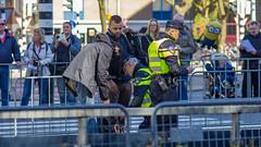 Tight security at 2016 Rotterdam Marathon, 20160410 (G  RTM) Tags: bag rotterdam blaak police security explosives politie rotterdammarathon