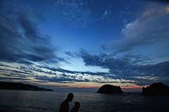 (Benoms) Tags: sunset sea sun sol beach mxico clouds contraluz landscape mar playa paisaje nubes michoacn oceano tranquilidad benoms nakmaruata