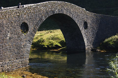 the bridge that has a hungry face ;) (lunaryuna) Tags: bridge history beauty architecture scotland funny hungry westcoast lunaryuna historicarchitecture isleofseil clachanbridge clachansound slateisles humpbacksinglelanedbridge thisputsfun backintocrossing