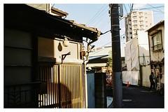 Tokyo Surface #105 (minhana87) Tags: 35mm tokyo nikon kodak f3 nikkor gold100 shitaya