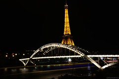 Paris, Passerelle Debilly, Eiffel Tower and a boat (Carlos Federico CR) Tags: paris tower eiffel toureiffel lighttrail passerelle debilly