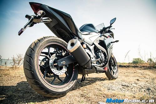 2016-Yamaha-R3-06