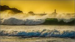 Soleil couchant sur la baie des Trépassés (jyleroy) Tags: ocean sunset sea mer lighthouse france beach canon eos rebel europe ngc wave bretagne atlantic vague plage phare coucherdesoleil finistère atlantique océan pointeduraz baiedestrépassés frenchbrittany nationalgeographicgroup 700d t5i