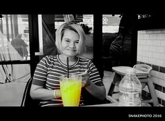 P1011279-002 (snakephoto) Tags: street portrait bw food orange fun view juice olympus zuiko pattaya 1250 yui f3563 snakephoto epl2