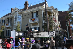 Socit de Ste. Anne 085 (Omunene) Tags: costumes party fun neworleans parade alcohol mardigras partytime faubourgmarigny licentiousness neworleansmardigras walkingparade socitdesteanne mardigras2016 alcoholfueledlicentiousness roylstreet