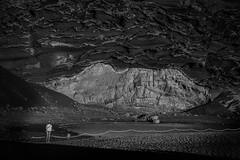 Lanzarote en blanco y negro (Iigo Escalante) Tags: espaa costa white black byn blanco beach monochrome landscape lago island coast spain y negro el bn canary golfo islascanarias volcan clicos