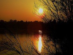 Atardecer en el Ebro-Zaragoza (portalealba) Tags: sunset espaa sol spain agua zaragoza aragon ebro 1001nights magiccity zaragozaparque esenciadelanaturaleza magicmomentsinyourlife portalealba