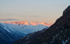 Sunrise light over Aneto from Baguerge (Escipi) Tags: light snow mountains sunrise none nieve amanecer invierno nube montaas pjaro pirineo aneto maladeta baguerge