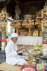 Balinese priest (kuuan) Tags: bali temple focus decoration ceremony mf priest manual a7 voigtlnder ubud skopar brahmin colorskopar upacara housetemple leicam sonya7 f421mm colorskoparf421mm voigtlndercolorskoparf421mm