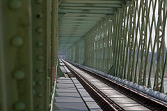Sully-sur-Loire (Loiret) (sybarite48) Tags: bridge france track viaduct ponte most pont brug brücke köprü viaduc viaduto seguir viaducto 桥 loiret viadukt traccia viyadük мост sullysurloire wiadukt جسر γέφυρα verfolgen 高架橋 ブリッジ مسار puante izlemek volgen 高架桥 voixferrée виадук rastrear 追踪 śledzić παρακολουθείτε 追跡する отслеживать قنطرةمتعددةركائز οδογέφυρα