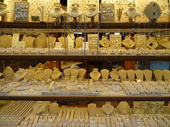 Jewellery shop on Ponte Vecchio in Florence (chibeba) Tags: city urban italy florence spring europe april 2016 citybreak