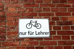 Hansestadt Anklam IMG_0253 (nb-hjwmpa) Tags: schilder lehrer vorpommern radfahrer hansestadt anklam