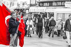 Si meriterebbe un titolo migliore. (ilaria.bellelli) Tags: poesia rosso bianco nero viaggio povert bandiere turchia