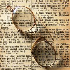 Bokstver (*Kicki*) Tags: old macro writing vintage square reading glasses book sweden text letters swedish bible bokstver pincenez bokstaver binokel typsnitt fotosondag fs160417 pincen pincene