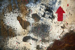 Haut (Gerard Hermand) Tags: street red streetart paris france art metal canon rouge rust paint peinture arrow rue rouille flche jefarosol fortdaubervilliers eos5dmarkii formatpaysage insituartfestival gerardhermand 1405246022