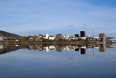 Nygrdstangen -|- Line of buildings, almost symmetric (erlingsi) Tags: reflection norway skyline norge europe cityscape reflet serenity symmetric serene bergen hordaland spegling nygrdstangen almostsymmetric