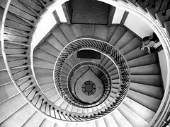 (Magdalena Roeseler) Tags: street bw monochrome stairs contrast candid sw strassenfotografie