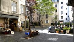Village St Paul, un quartier dans la capitale. Paris, mai 2016 (Bernard Pichon) Tags: paris france st canon paul eos ledefrance 75 rue fr resto cours quartier enfilade 1dx bpi760