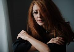 Farah (Hasse Linden) Tags: portrait woman hair eyes retrato naturallight ritratto farah windowlight portrtt