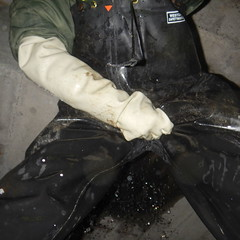 Westgate-Kanal5475 (Kanalgummi) Tags: rubber jacket gloves worker bomber exploration sewer waders kanalarbeiter bomberjacke gummihandschuhe gummihose chestwaders goutier wathose