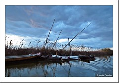 Nubes en la Albufera (Lourdes S.C.) Tags: valencia agua cielo nubes barcas reflejos nwn comunidadvalenciana laalbufera