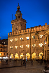 Palazzo Comunale (Bommer60) Tags: italien blue italy architecture night outside nightlights dusk palace it bologna bolonia piazzamaggiore palazzocomunale bluemoment palazzocomunalebolonia